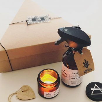 GOOD VIBE GIFT BOX (LOVE kaars + room spray)